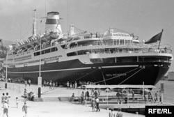 Радянський теплохід «Шота Руставелі« в порту Ялти. 1969 рік