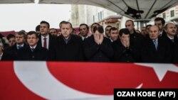 رئیسجمهور ترکیه در مراسم تشییع یکی از مأموران پلیس کشته شده در حملات استانبول