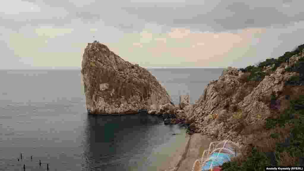 Главный доступный пляж в поселке у подножия Дивы