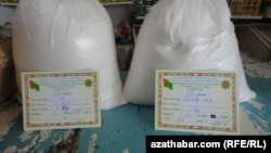 For those who make the trip to Gyorogly district, a 50-kilogram sack of flour costs about 50 manats (a bit more than $14 at the official rate). Customers must have identification and documents showing their place of residence. There is a limit of one sack of flour per family. (file photo)