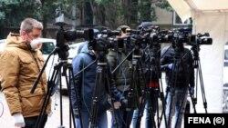 Medijske ekipe na konferenciji u Mostaru o situaciji s korona virusom, 1. april