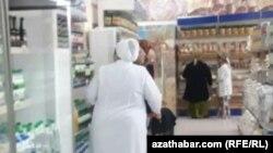 Супермаркет в Ашхабаде, март, 2020