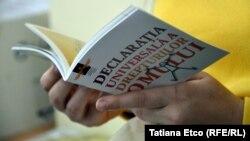 """Materiale informative distribuite de Asociaţia Promo-LEX la dezbaterea organizată la Universitatea """"Bogdan Petriceicu Hasdeu"""" din Cahul"""