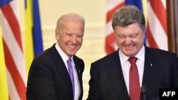 Ուկրաինայի նախագահ Պետրո Պորոշենկոն և Ամերիկայի Միացյալ Նահանգների փոխնախագահ Ջո Բայդենը հանդիպել են Կիևում, 21 նոյեմբերի, 2014թ.