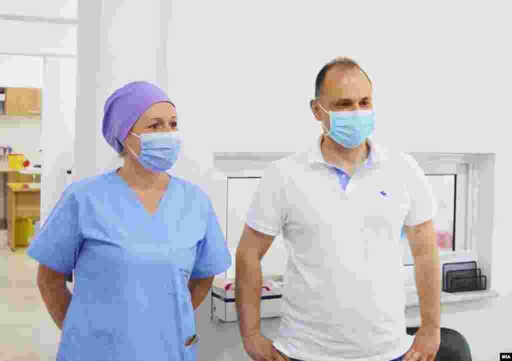 СЕВЕРНА МАКЕДОНИЈА - Во последните 24 часа се направени 1694 тестирања, а регистрирани се 225 нови случаи на ковид-19 и 6 починати, соопшти денеска Министерството за здравство, а министерот Венко Филипче бил на средба со Комисијата за заразни болести.