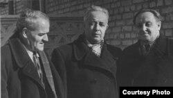 Слева направо режиссер Эмир Файк, поэт Эшреф Шемьи-заде, композитор Ильяс Бахшиш