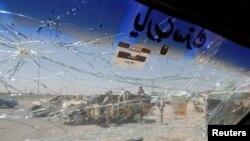 Иракский военный автомобиль, задетый взрывом на продуктовом рынке Эр-Рашидия во вторник