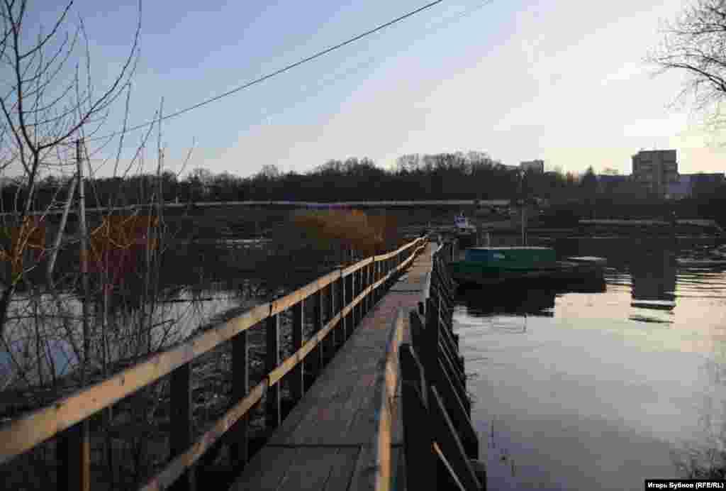 Вода, по словам местных жителей, стала прибывать рано утром 28 апреля.