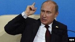 Ресей президенті Владимир Путин Азия - Тынық мұхит аймағы экономикалық саммитінде сөйлеп отыр. Пекин, 10 қараша 2014 жыл.