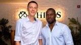 Студент из Африки Эжидиу Нанга (справа)