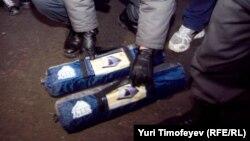 """Две палатки, которые активисты """"Росагита"""" успели выгрузить из машины, достались полицейским"""