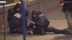 Полиция проводит осмотр на месте убийства Бориса Немцова. Кадр с сайта YouTube. Москва, 28 февраля 2015 года.