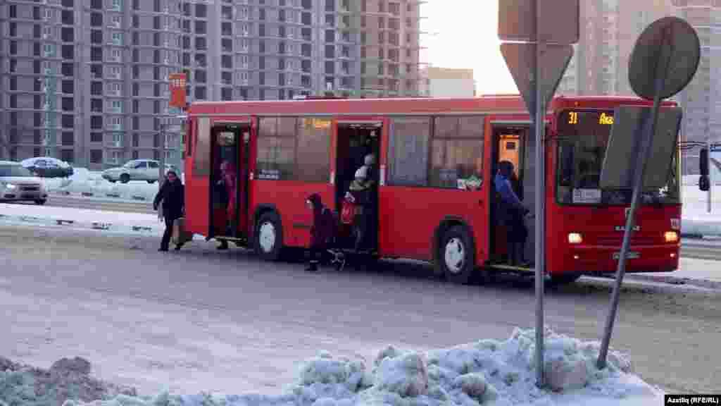 Кызыл автобусларда кеше кайсы кая ашыга, Яңа ел алдыннан бигрәк тә