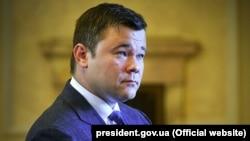 1 серпня низка ЗМІ поширила світлину заяви Андрія Богдана про відставку з посади голови Офісу президента