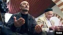 Татарская община давно перестала быть монолитом в политическом отношении. В мечети Евпатории