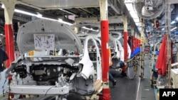 Toyota автомашиналарни ҳозирча қанотсиз чиқармоқда.