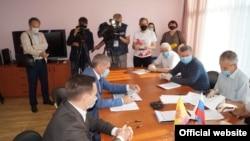 Прием документов Олега Николаева