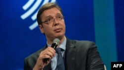 Protivljenje referendumu svelo na nekoliko Vučićevih nemuštih, poluprogutanih reči: Teofil Pančić