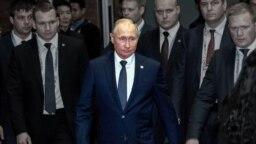 Ресей президенті Владимир Путин (ортада).