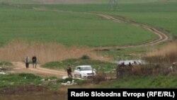 Архивска фотографија: Полицијата врши увид на местото на кое беа убиени петмина скопјани.