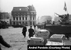 24 decembrie 1989, ora 09:00, tancuri și muniție de război