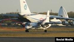 Ан-124 RA-82035, в который загружают боевые вертолёты, 17 сентября в аэропорту Новосибирска
