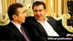Baş nazir Bidzina Ivanishvili və Mikheil Saakashvili