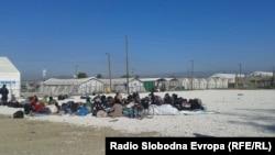 Архивска фотографија-Прифатен центар за мигранти на македонско-грчката граница кај Гевгелија.