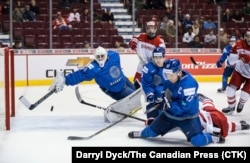 Казахстанская сборная по хоккею в игре против Дании на чемпионате мира в Канаде. Ванкувер, 2 января 2019 года.