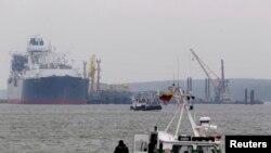 """Сығымдалған газ сақтайтын """"Тәуелсіздік"""" танкері суға түсірілді. Клайпеда, Литва, 27 қазан 2014 жыл."""