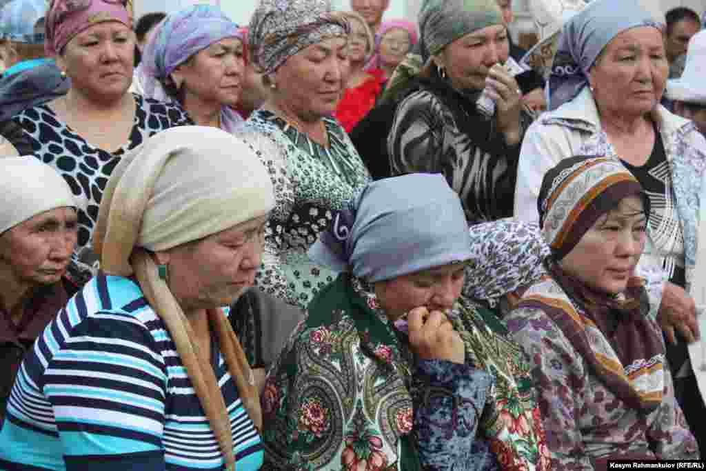 Төлөгөн Касымбеков 10-июнда кечинде кан басымы көтөрүлүп ооруканага түшкөн. Жазуучунун абалы жакшырбай 16-июнда каза болгон.