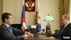 """Обсуждают ли Дмитрий Медведев и Владимир Путин проблему """"либерализации сверху""""?"""