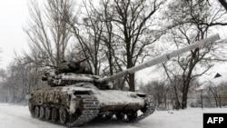 Танк украинской армии недалеко от населенного пункта Пески Донецкой области. 3 января 2015 года.