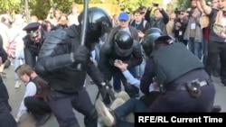Разгон одной из протестных акций в Москве за честные выборы