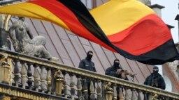 پرچم آلمان در جریان مراسمی در اکتبر ۲۰۱۰