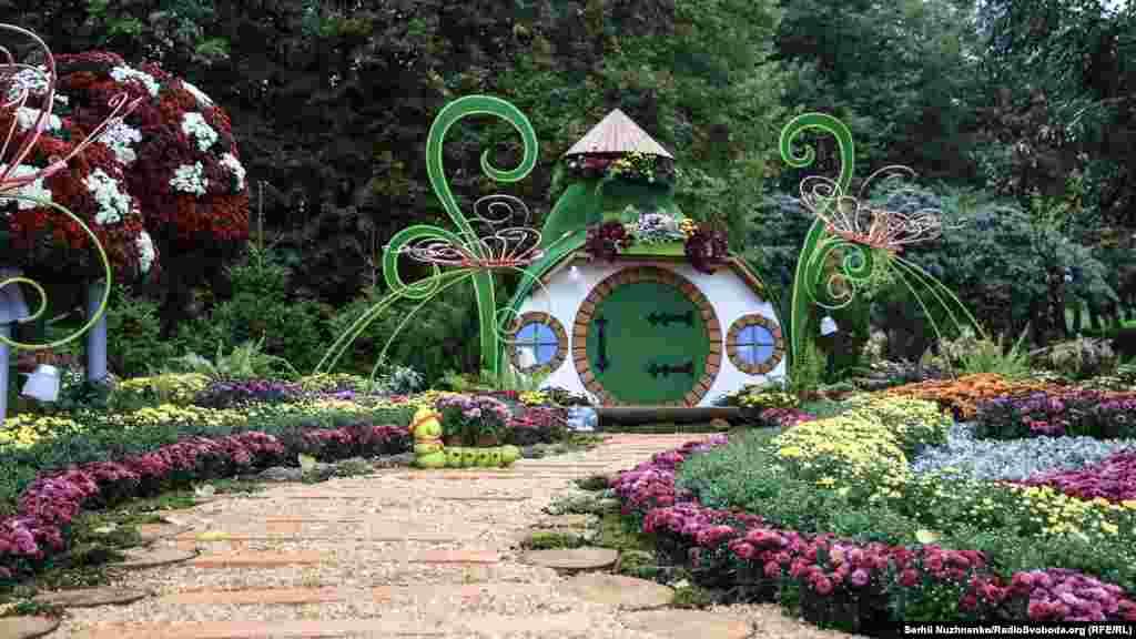 Работает цветочный фестиваль ежедневно с 09:00 до 21:00 до 23 октября
