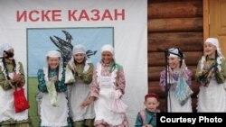 """""""Каз канаты"""" төркеме. Саба районы Кече Шыңар авылы. """"Күкәй җыю"""" күренеше."""
