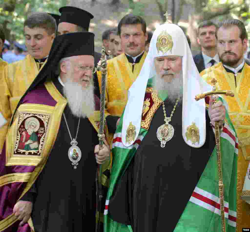 Aleksy II with Patriarch Bartholomew I of Constantinople during celebrations marking the 1020th anniversary of the establishment of Christianity in Kievan Rus