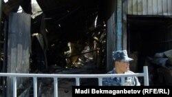 После пожара на алматинской барахолке. 17 сентября 2013 года.