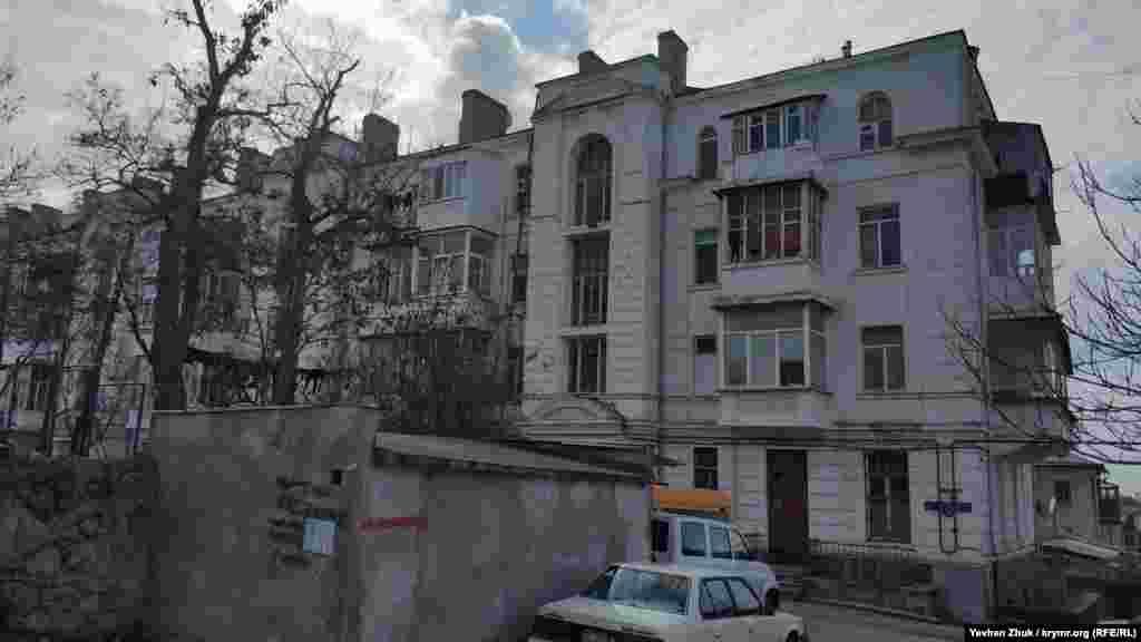 Будинок №79 на вулиці Карла Лібкнехта в Севастополі побудований у 1938 році