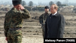 Владимир Путин в Ханкале, Чечня, 2000 год