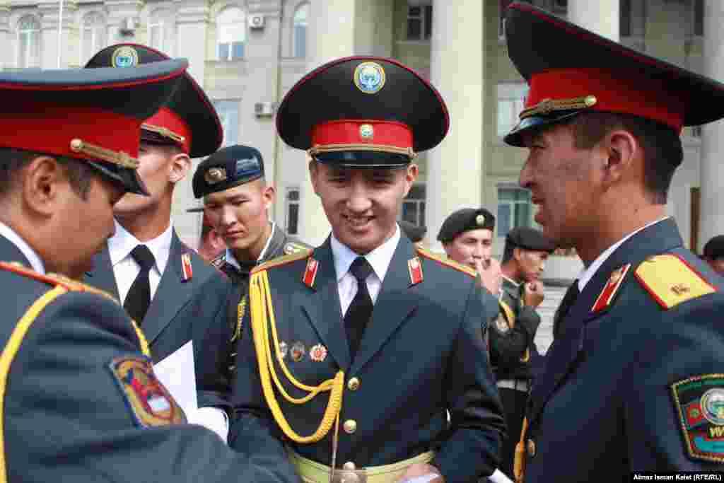 На Старой площади поздравляли курсантов.