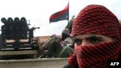 Ливийский повстанец в городе Адждабия