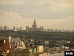 Здание Московского государственного университета имени Ломоносова.