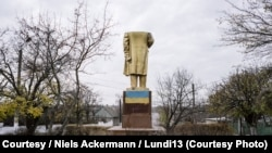 PHOTOGALLERY: Searching For Pieces Of Lenin