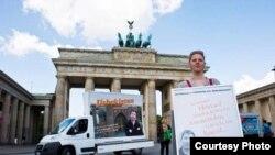 Berlinda qamoqdagi jurnalist Solijon Abdurahmonov ozod qilinishi talabi bilan o'tkazilgan protest.