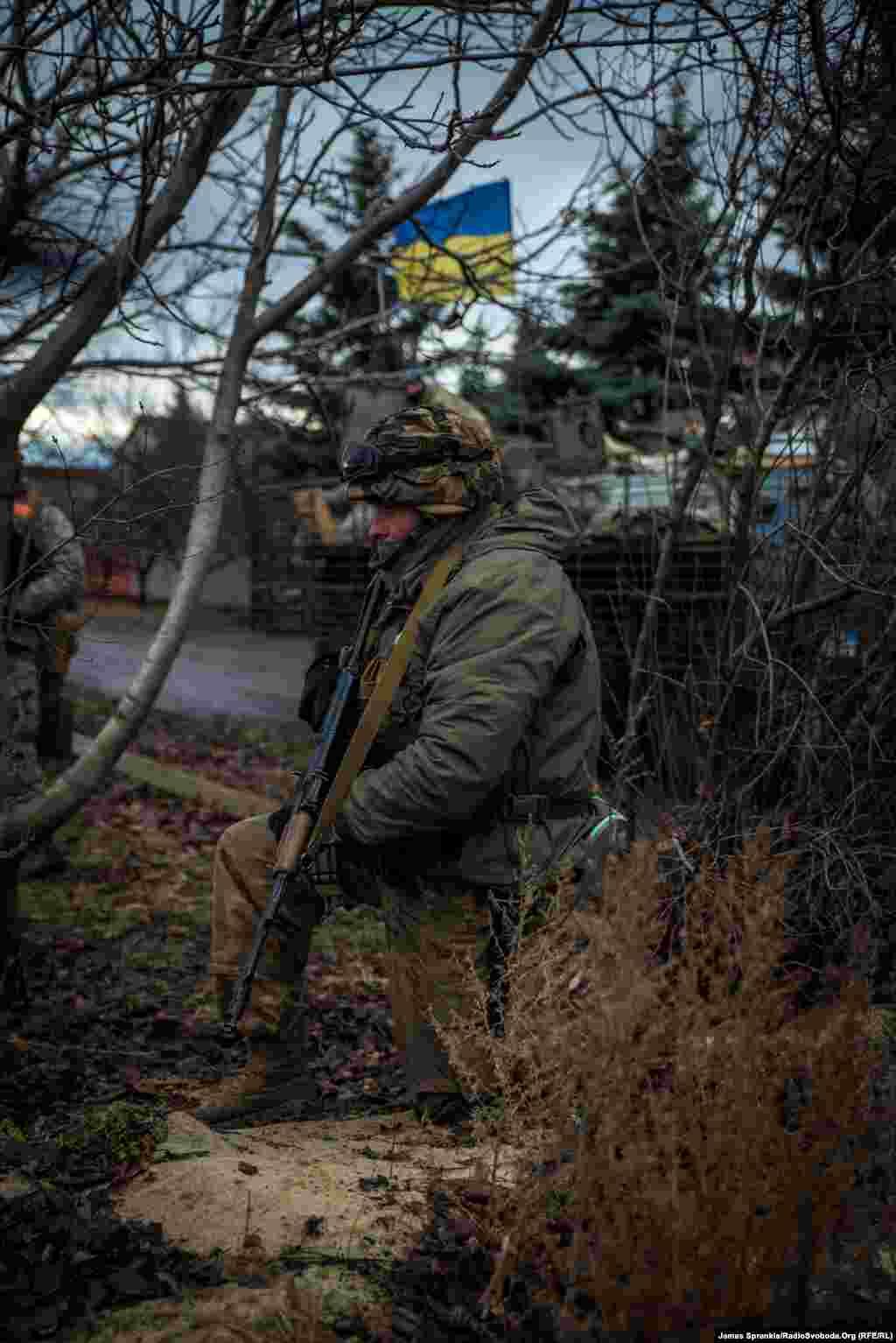 Українські силовики патрулюють периметр.