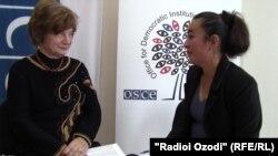 Параскива Бадеску отвечает на вопросы корреспондента Радио Озоди Ганджины Гандж