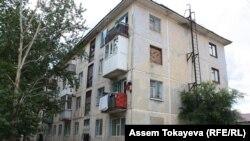 Дом по Интернациональной улице, который в материалах суда указан как адрес семьи Омирбека Жампозова в селе Косши Акмолинской области. Акмол, 21 июля 2017 года.