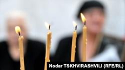 Все соглашаются с тем, что пять дней августа кардинально изменили жизнь нескольких десятков тысяч людей, которые в 2008 году были вынуждены покинуть свои дома в Южной Осетии и Кодорском ущелье в Абхазии